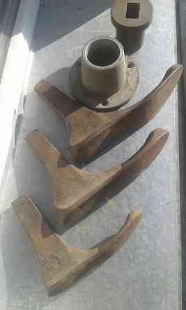 Продам Ручной инструмент Лапы сапожные литые в наборе 3 размера + вращающаяся подставка б/у Павлодар
